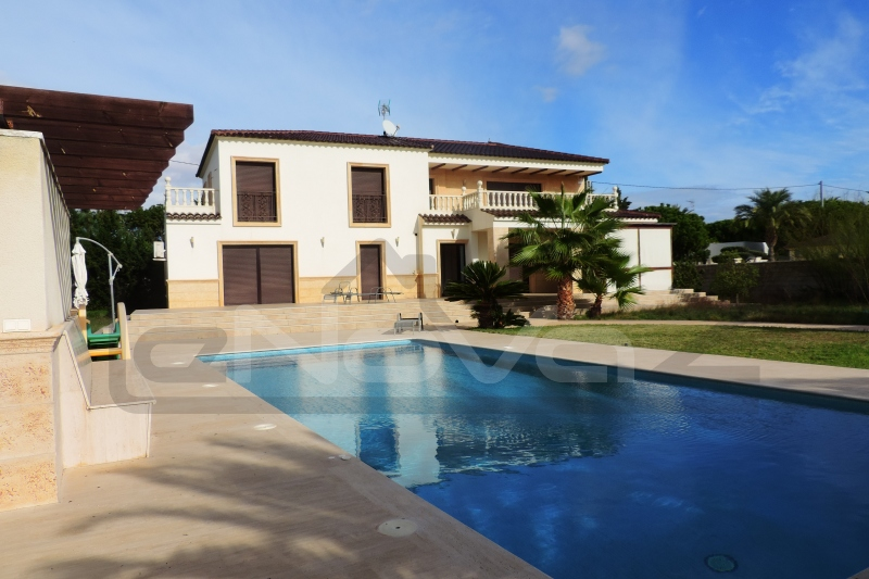 Photo Villa with 4 bedrooms in Cabo Roig