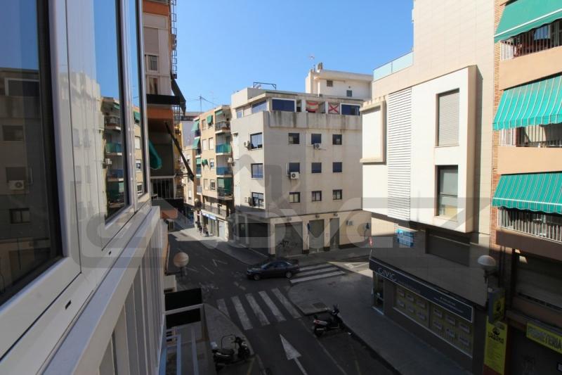 Фото Светлая квартира в Аликанте