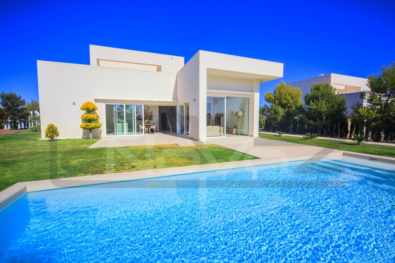 Photo Luxury villa in Spain with private pool