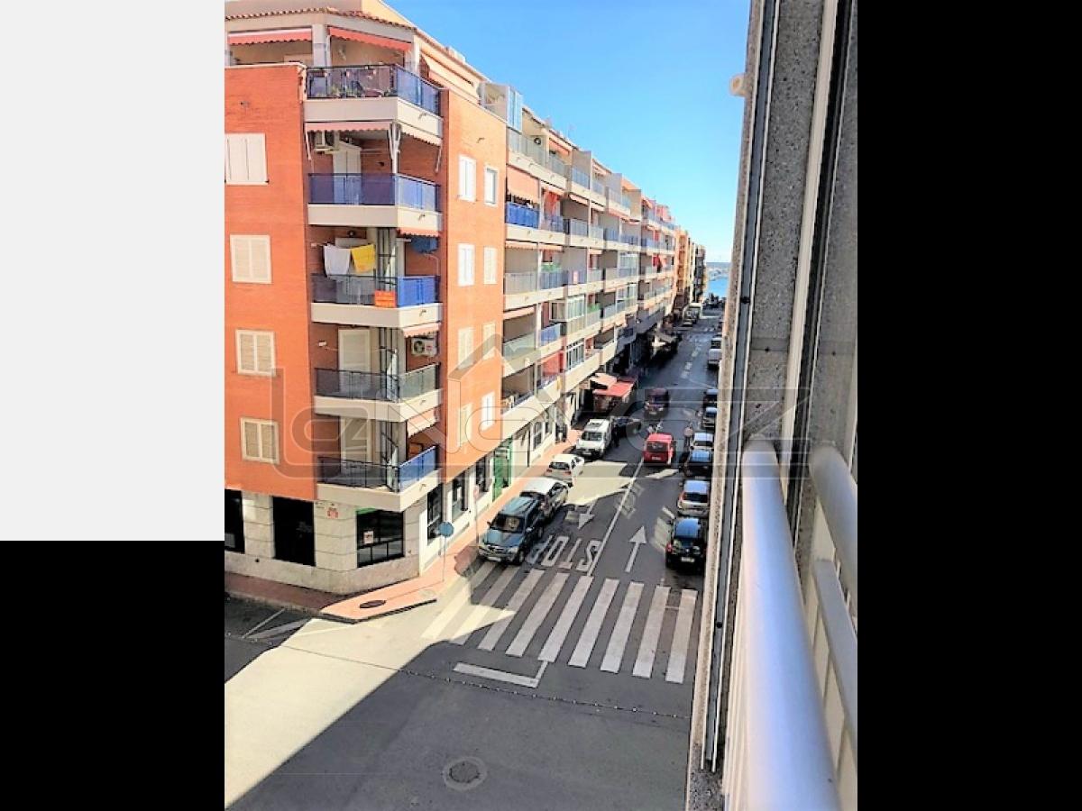 Фото Продажа недорогой квартиры в Торревьехе