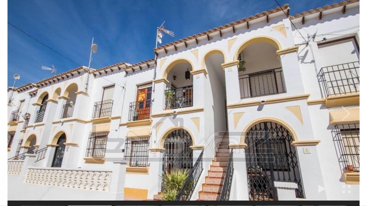 Фото Недорогое бунгало в Испании в престижном районе