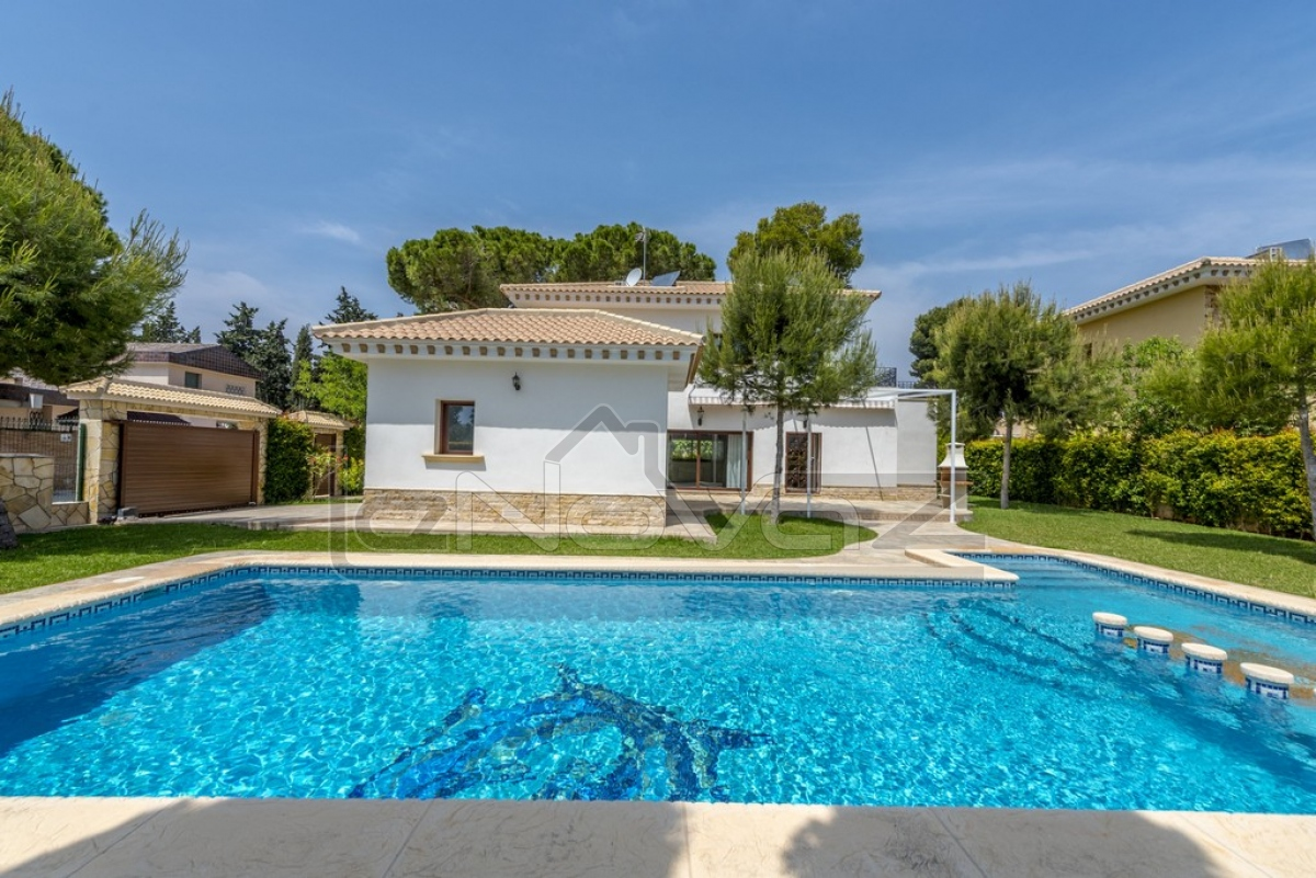 Stock Foto Luxury villa in Campoamor, Spain