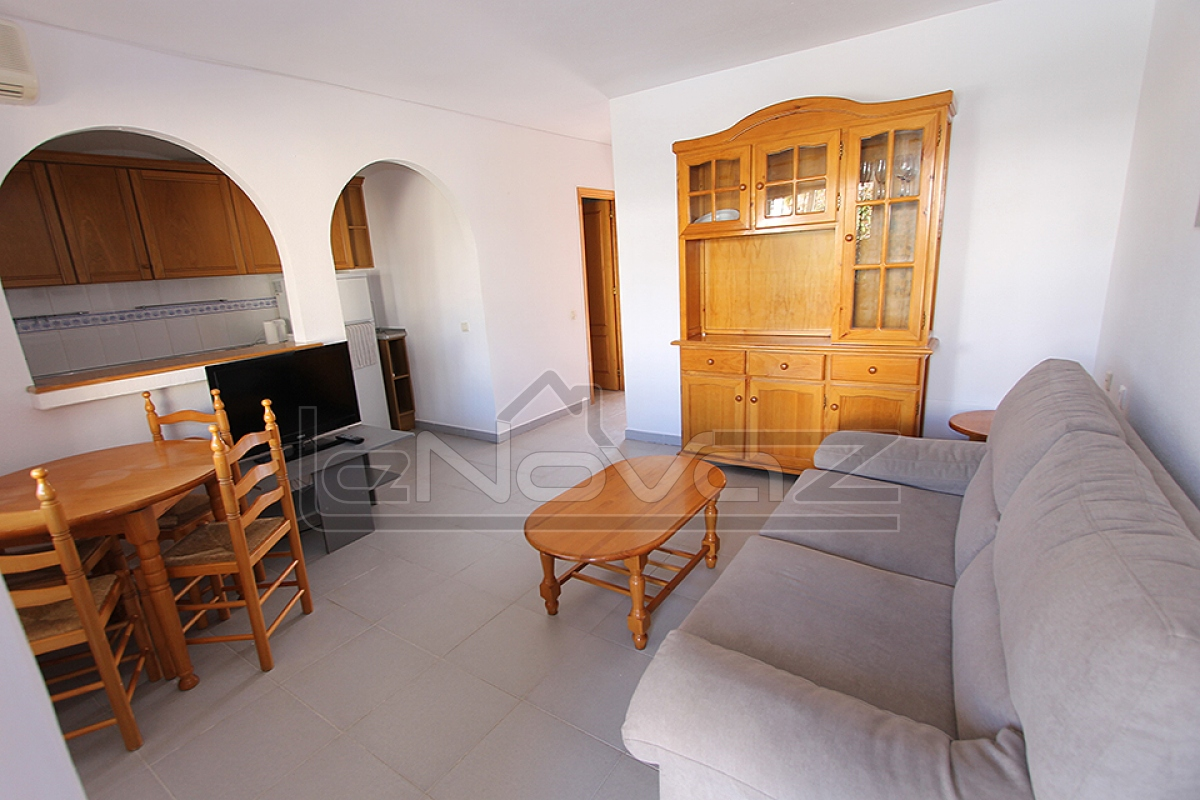 Foto de stock Bungalow de bajo precio en España con habitaciones 2