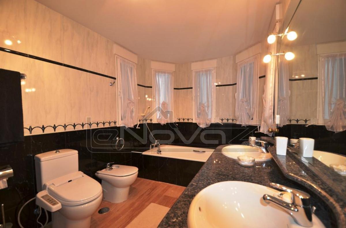 Photo Villa with 5 bedrooms in Altea