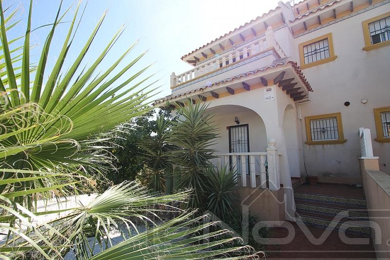 Фото Бунгало с 3 спальнями в Lomas de Cabo Roig