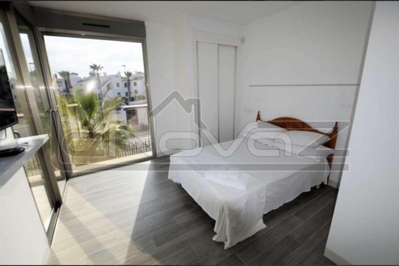 Фото Вилла с 6 спальнями в Villamartin